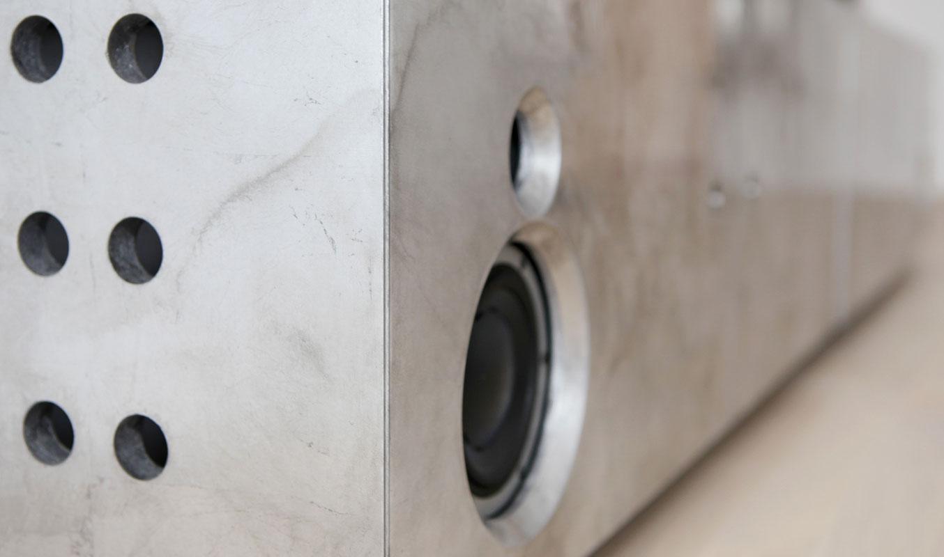 Ausschnitt Musikmöbel Aluminium.