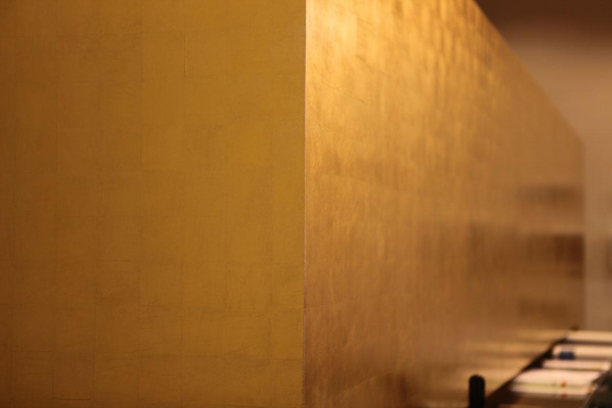Wandvergoldung Nahaufnahme, Margret Weirauch - Ihre Raumentfaltung
